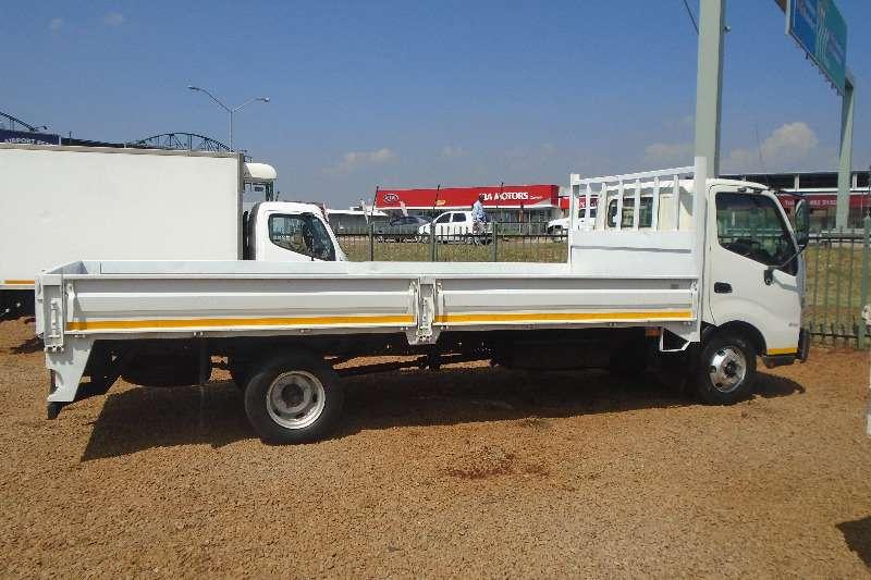 Hino Dropside 5TON DROPSIDE 300 915 Truck