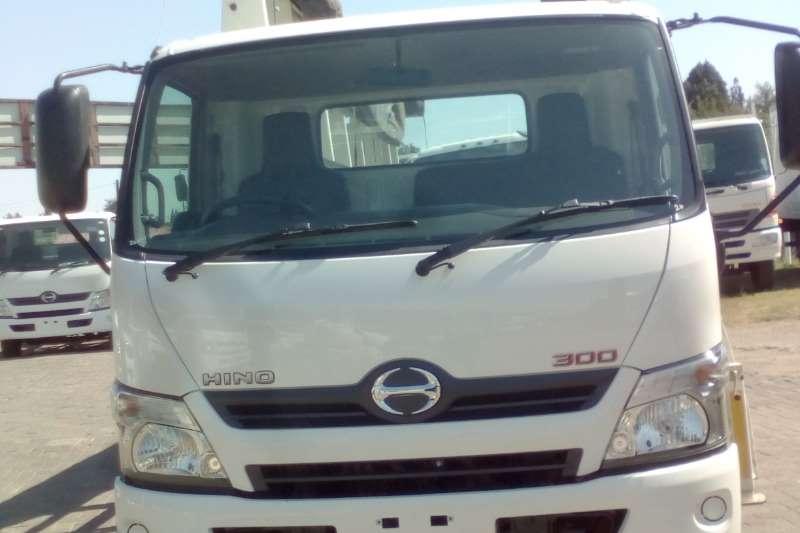 Hino HINO 300 915 GLASS & ALUMINIUM BODY Truck