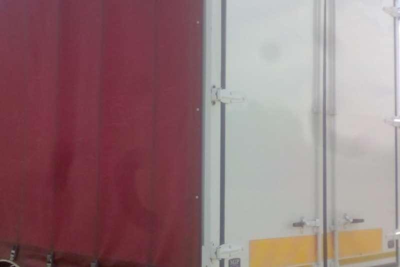 Hino Single axle HINO 300 HORSE & TRAILER COMPLETE UNIT Truck-Tractor