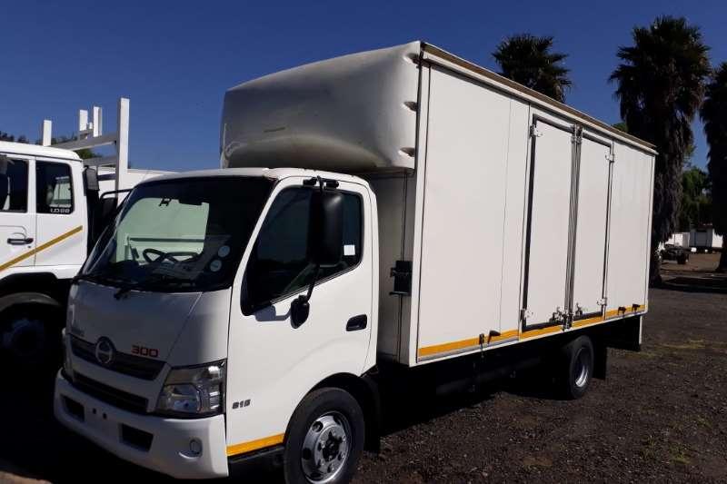 Hino Volume body 300 815 Volume Body Automatic Truck