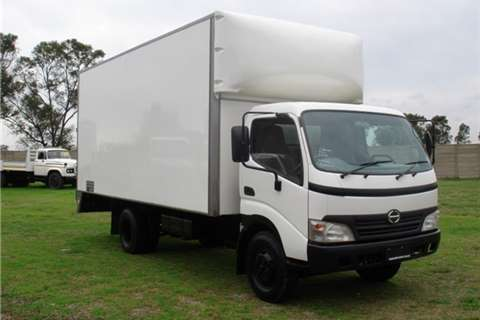 Hino Volume body 300 Series 814 Truck