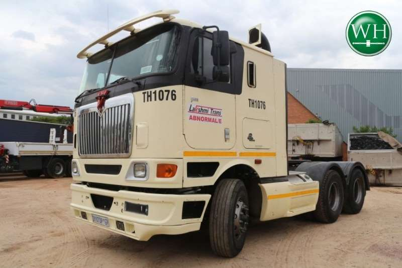 International 9800i 6x4 Sleeper Cab