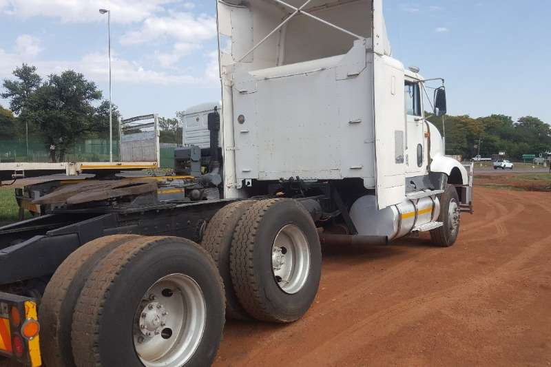 International Chassis cab INTERNATIONAL DOUBLE AAXLE HORSE Truck