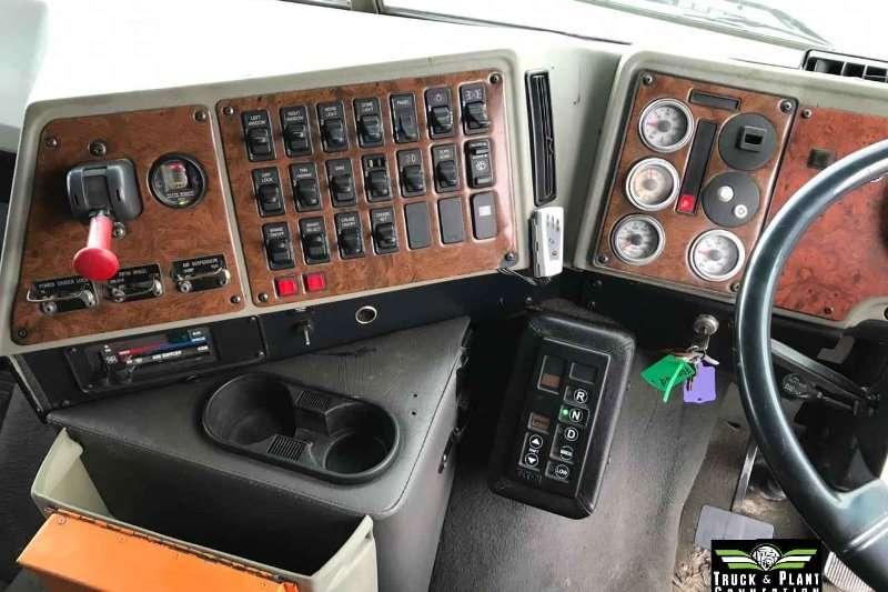 International Double axle 2009 International 9800i Truck-Tractor