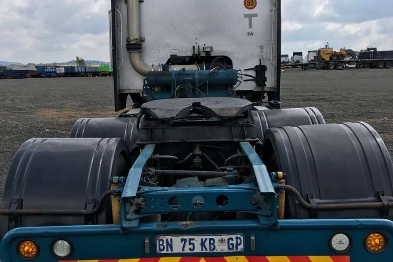 International Double axle 2011 International 9800i Midroof Truck-Tractor