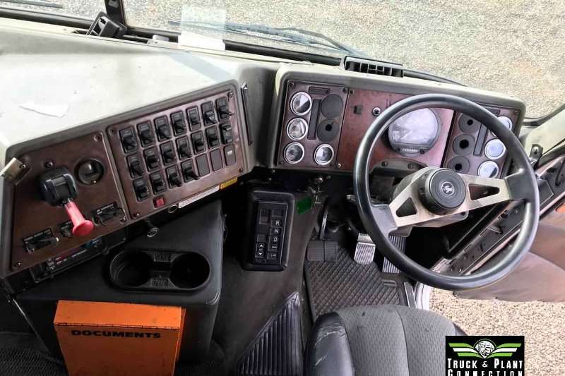 International Double axle 2011 International 9800i Midroof Autoshift Truck-Tractor