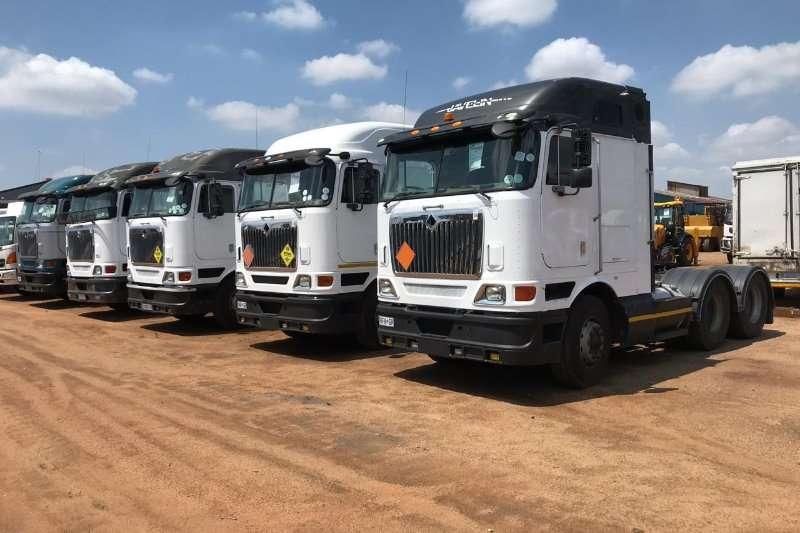 International Double axle 25 x Internationals 9800i Truck-Tractor