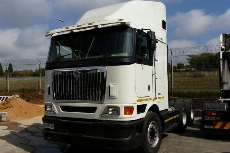 International Double axle 9800i Truck-Tractor