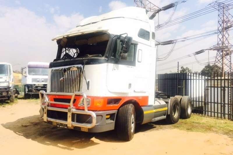 International Double axle 9800i Pro Sleeper Truck-Tractor