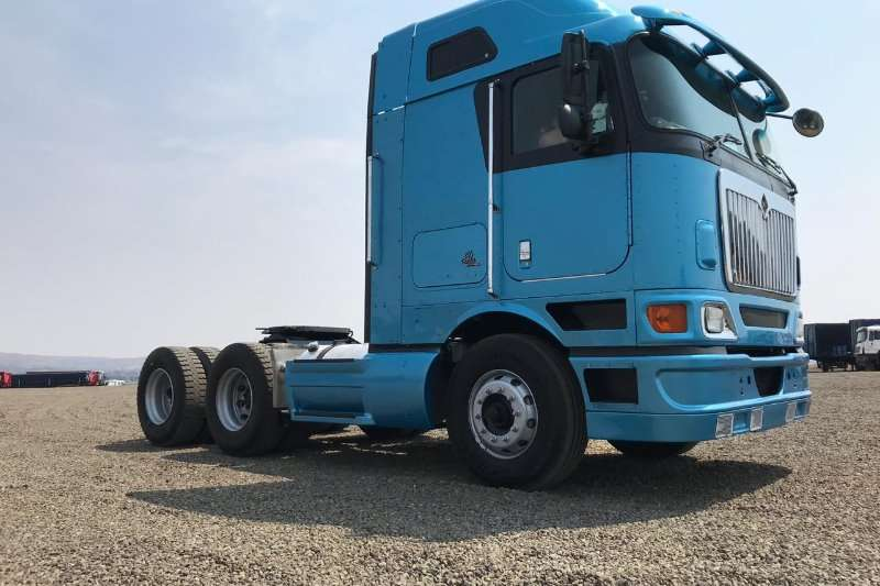 International Double axle International 9800i Truck-Tractor