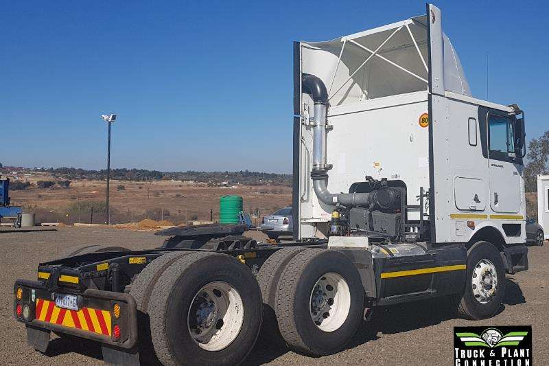 International Double axle International 9800i Pro Sleeper Truck-Tractor