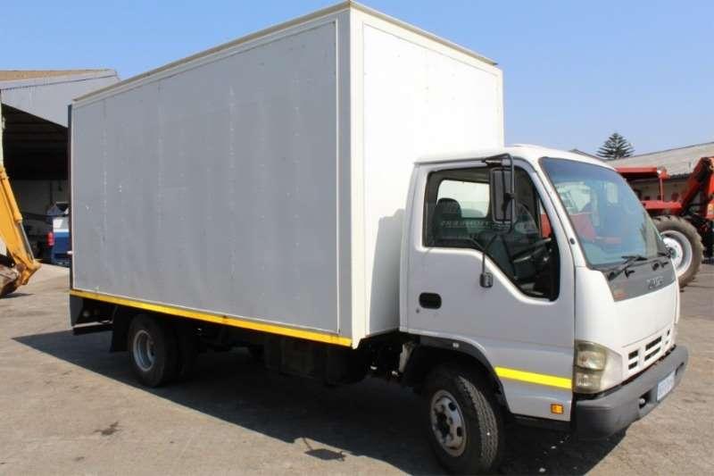 Isuzu NPR400 C/C LDVs & panel vans