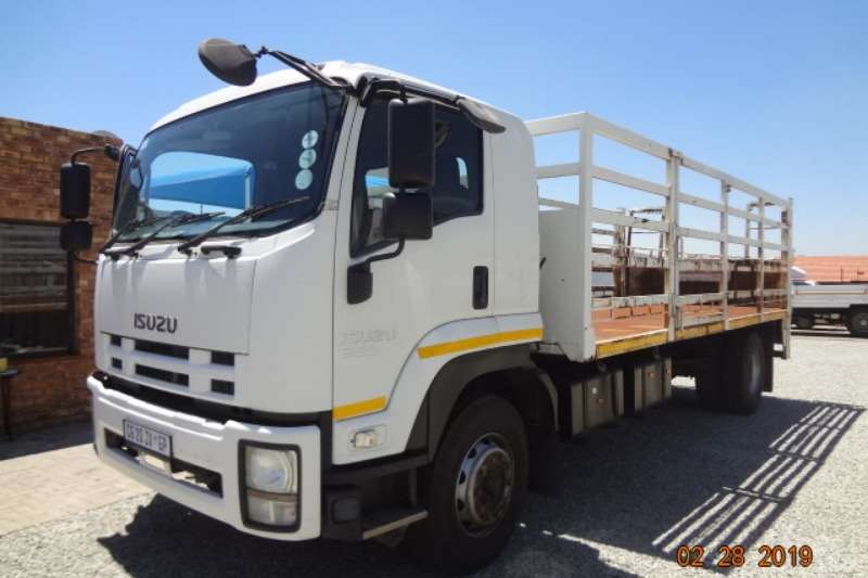 Isuzu Cattle body FTR850 with cage body and tail lift Truck
