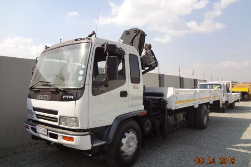 Isuzu Crane truck FTR 800 with 14 ton Hiab crane Truck