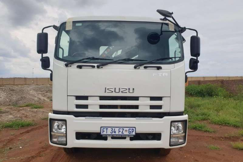 Isuzu Dropside FTR 850 Manual with 7,2m Dropside & HIAB 8t Crane Truck