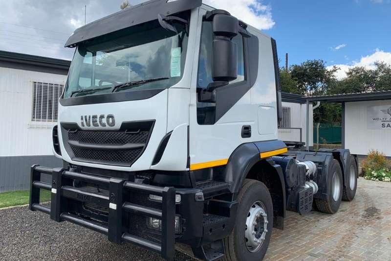 Iveco Double axle 440 Trakker Truck-Tractor