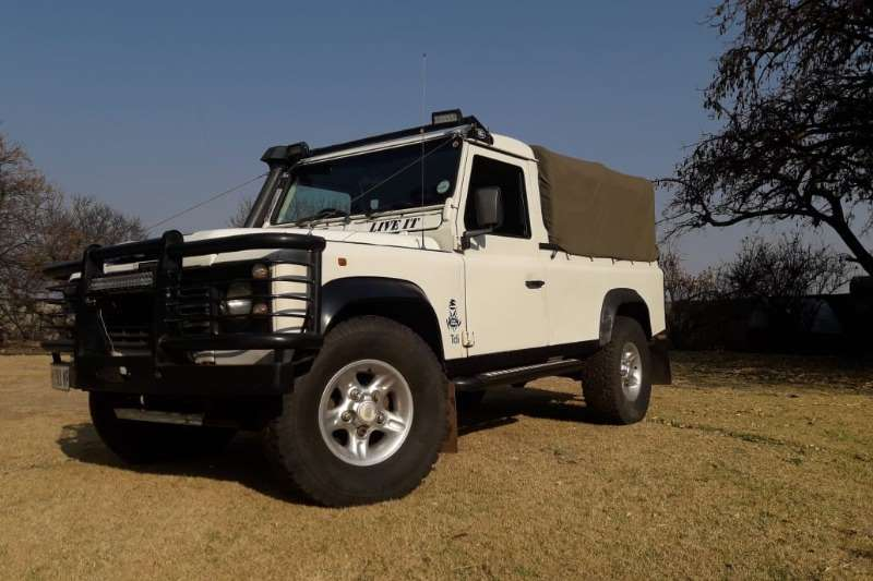 Land Rover Defender Pick Up. 300 TDI engin. Diesel LDVs & panel vans