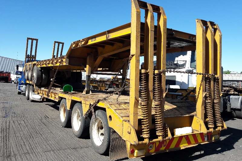 Lowbeds Martin Tri Axle Lowbed Trailers with Ramps Available 2007
