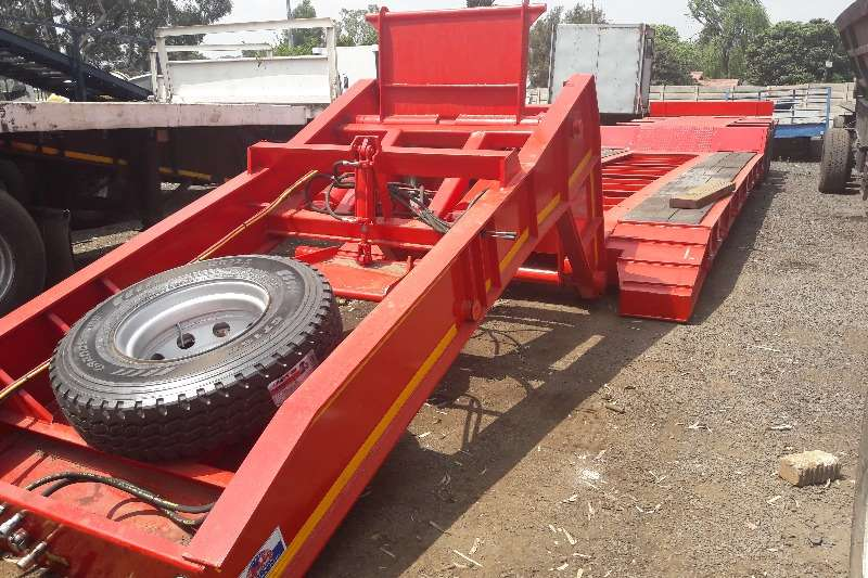 Lowbeds New 42 Ton Tri Axle Clipneck Lowbed Available 2017