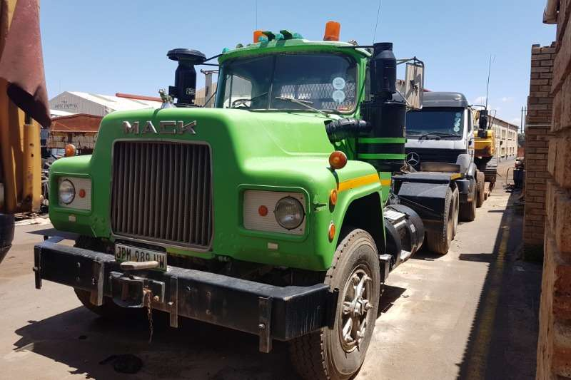 Mack Truck-Tractor Double Axle C/W 60 ton with Winch