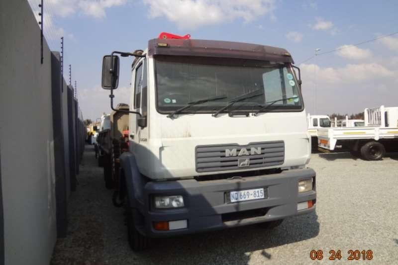 MAN 15 220 with Fassi 17 ton crane