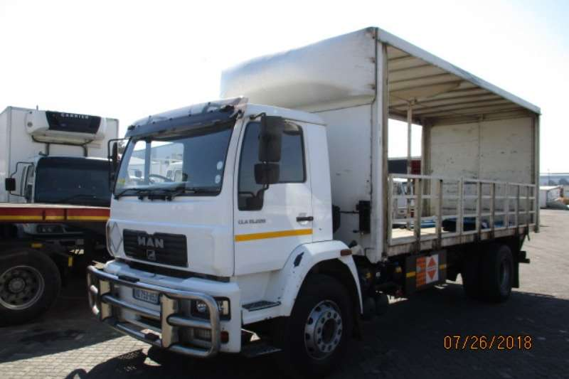 MAN MAN 15-220 TAUTLINER WITH TAIL LIFT