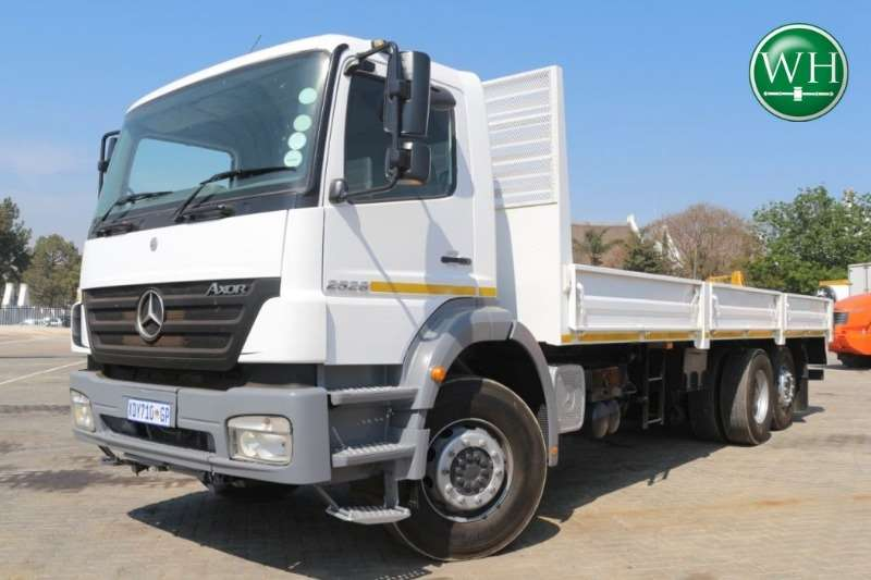 Mercedes Benz 2528 6x2 Dropside