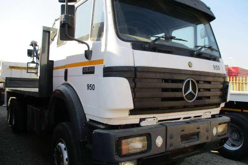 Mercedes Benz 26-38 Powerliner Rigged with Crane