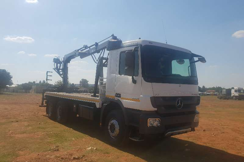 Mercedes Benz Actros 3350 MP3 with Brick Grab