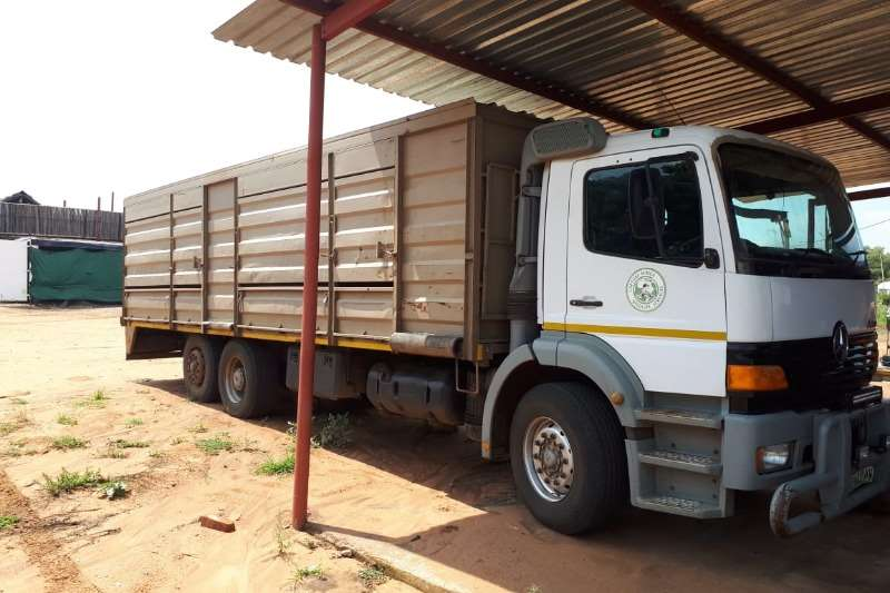 Mercedes Benz Truck Cattle Body MERCEDES BENZ ATEGO GAME TRUCK WITH TRAILER 2009