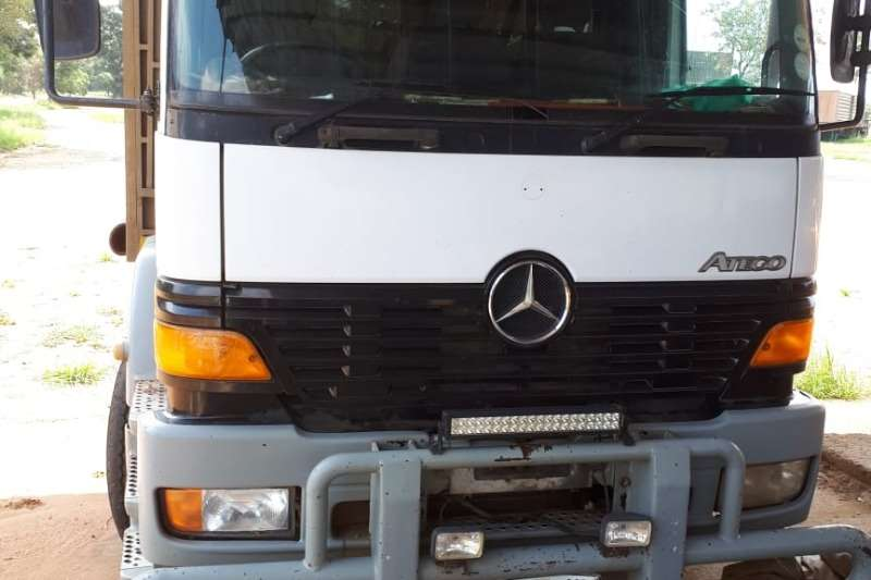 Mercedes Benz Cattle body MERCEDES BENZ ATEGO GAME TRUCK WITH TRAILER Truck