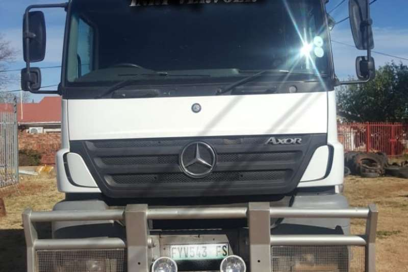 Mercedes Benz Chassis cab Mercedes Benz 1835 TT With Hydraulic Truck