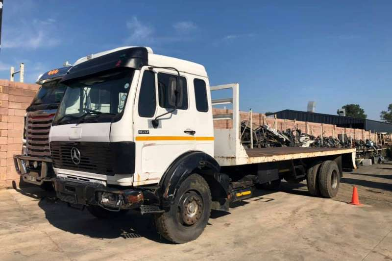 Mercedes Benz Chassis cab V SERIES 1617 Truck
