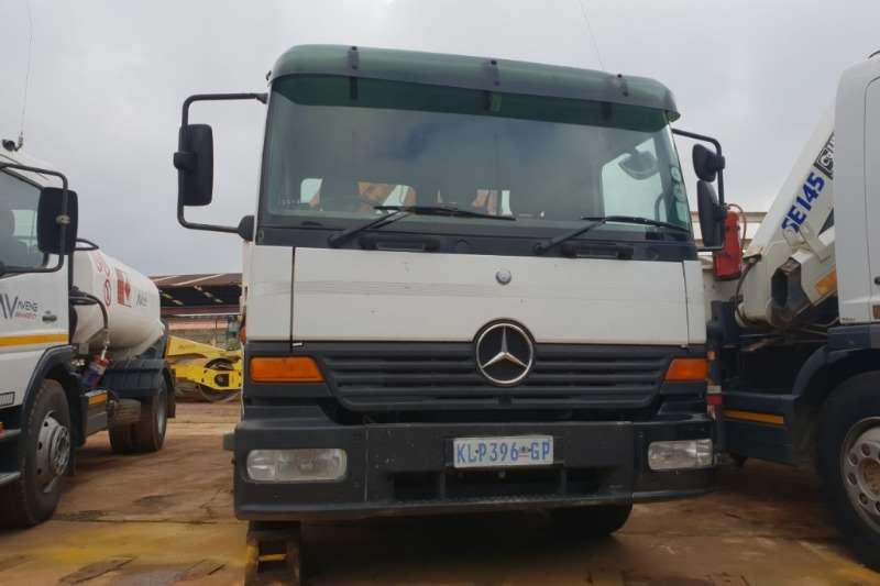 Mercedes Benz Truck Crane Truck 1517 Crane Truck 2000