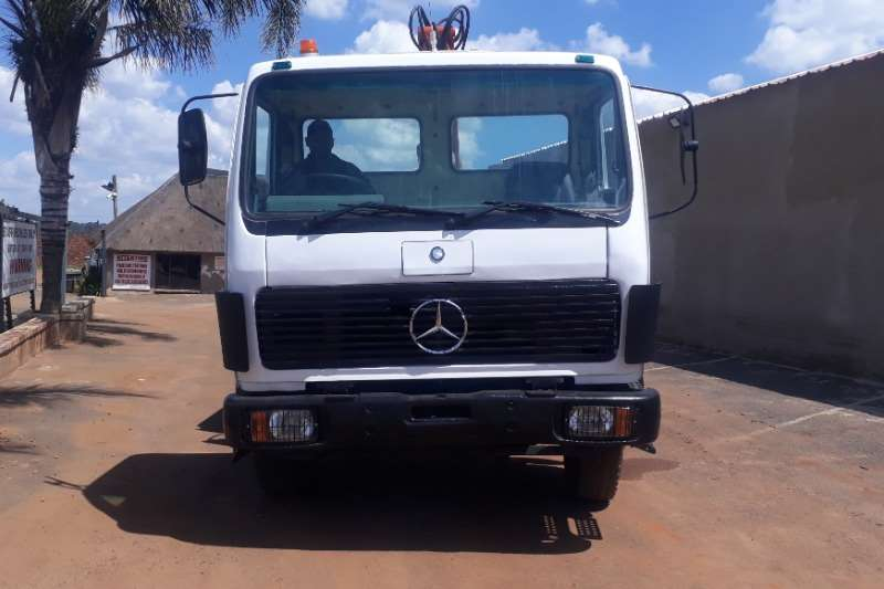 Mercedes Benz Crane truck MERCEDES BENZ VSERIES WITH HIGH UP Truck