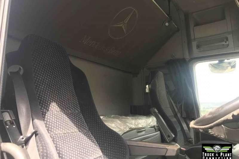 Mercedes Benz Double axle 2009Mercedes Benz Actros Megaspace 2658 Truck-Tractor