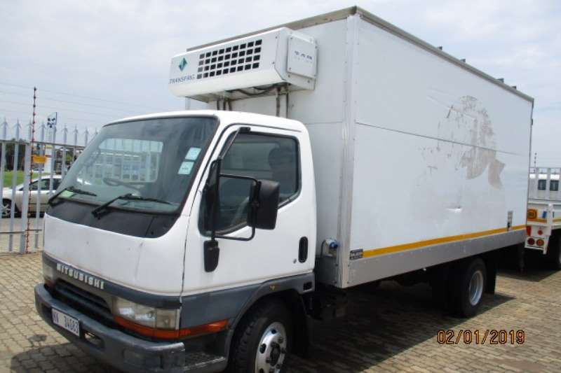 Mitsubishi Truck Fridge Truck MITS CANTER 7-143 WITH FRIDGE CARRIER 2003