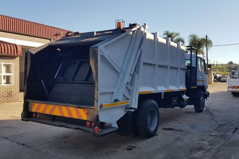 Nissan 1991 Nissan CM12 Garbage Compactor