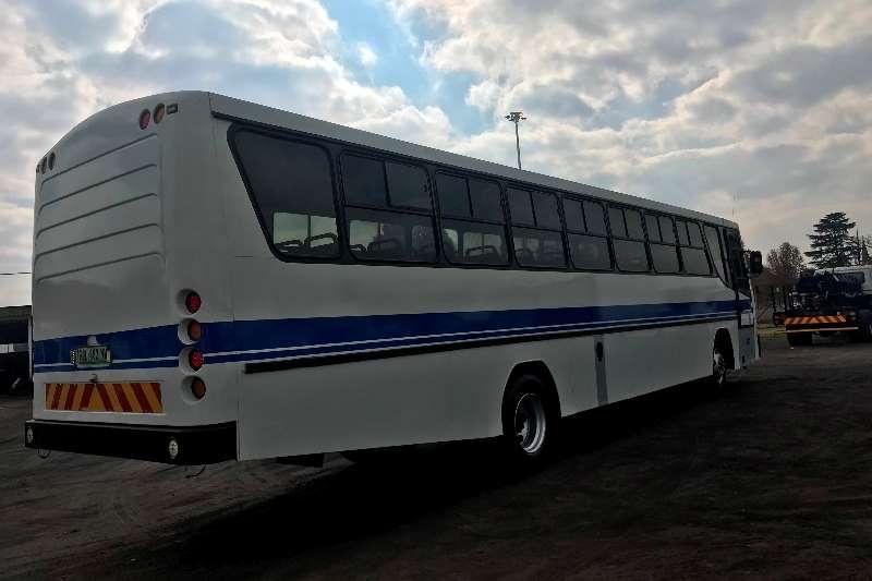 日产65座日产UD290全景65座公交车