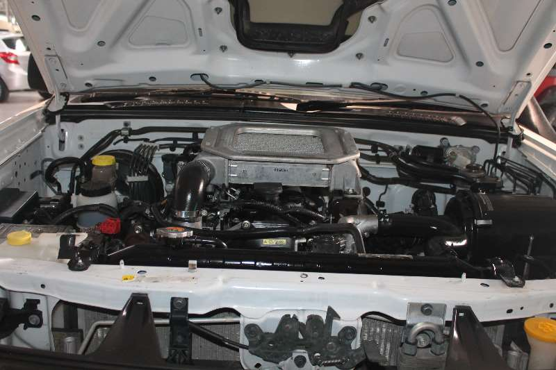 Nissan NP300 Hardbody2.4MID 4X4 S/C LDVs & panel vans