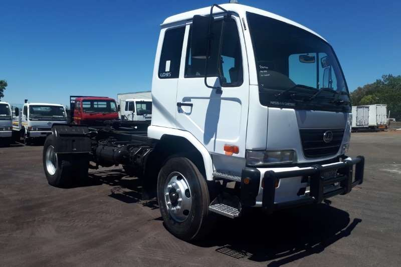 Nissan NISSAN UD 95 TRUCK TRACTOR
