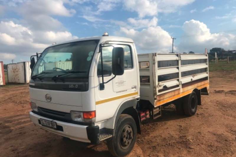 Nissan Cattle body Ud 40 Truck