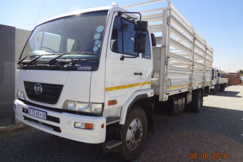 Nissan Truck Cattle Body UD100 cattle rails 2015