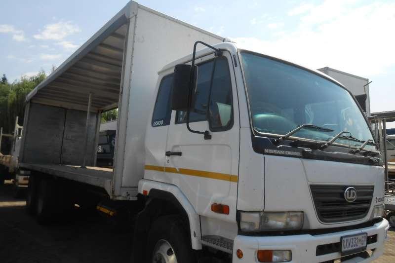 Nissan Curtain side NISSAN UD100 TAUTLINER Truck