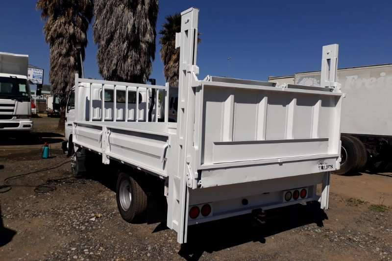 Nissan Dropside UD40 Dropside with Tail Lift Truck