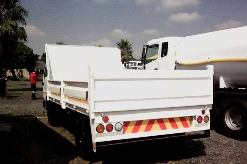 Nissan Tipper UD 40 4 Cube Tipper Truck