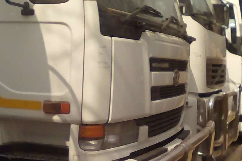 Nissan Double axle UD 290KT Truck-Tractor