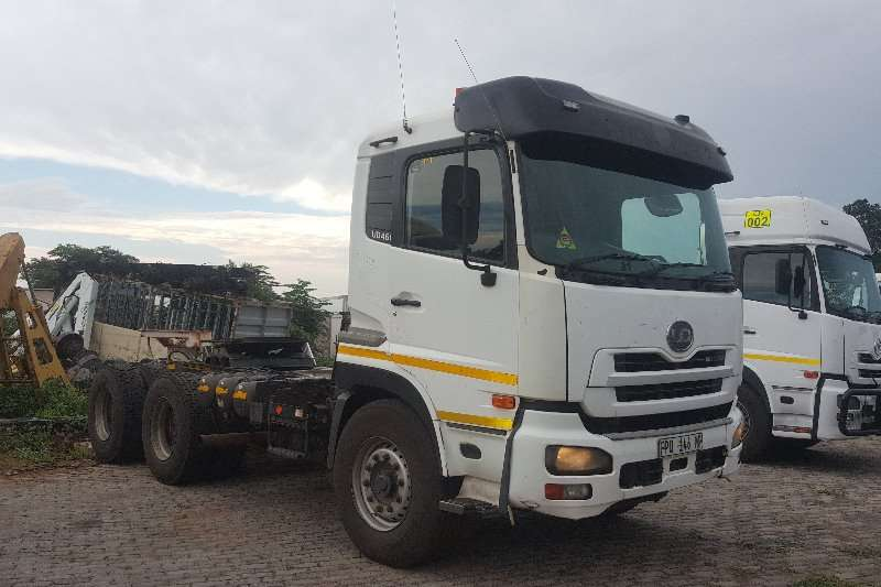 Nissan Double axle UD460 Truck-Tractor