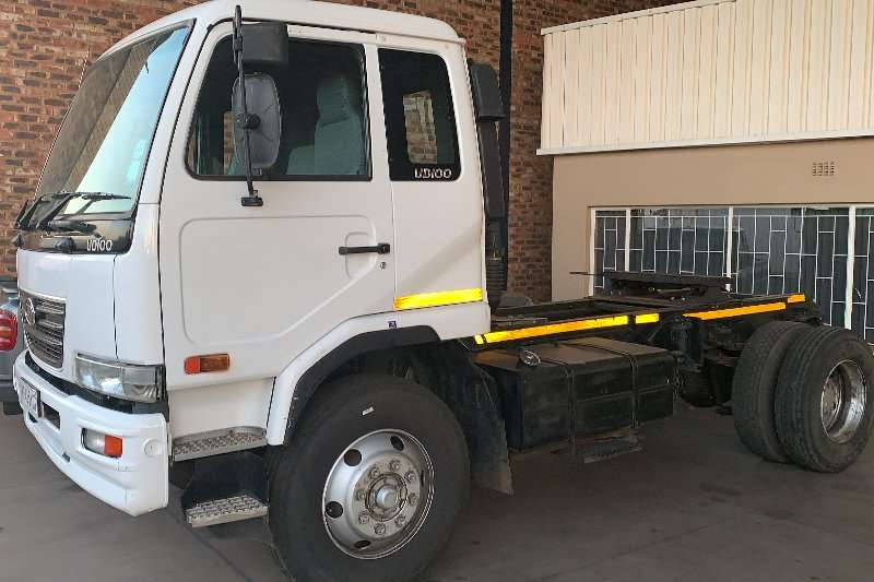 Nissan Single axle UD 100A F/C T/T Single axle horse Truck-Tractor