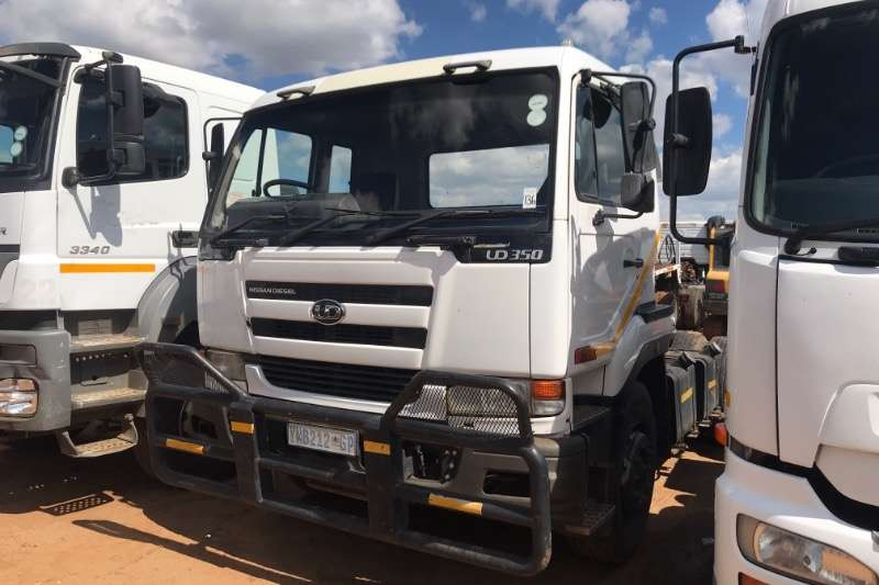 Nissan Single axle UD350 T/T Truck-Tractor